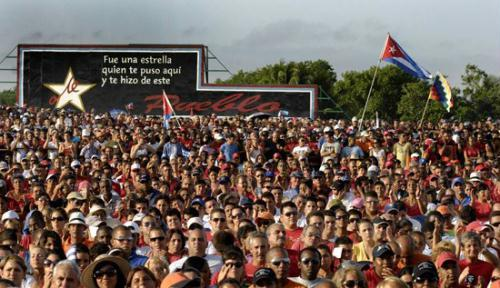 Tens of thousands of people have gathered in Cuba's central city of Santa Clara, to celebrate Revolution Day.