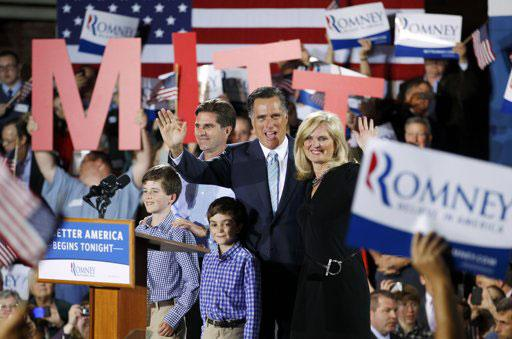 a comparison of mitt romneys speech and barack obamas speech about the american economy Republican mitt romney will urge americans in a major speech on thursday to leave behind their disappointment in president barack obama and join him to rebuild the us economy and generate .