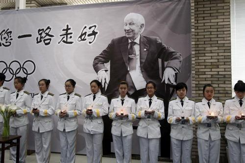 "Students at the middle school attached to the Central Institute of Art and Crafts hold candles during a memorial ceremony for the deceased former International Olympic Committee (IOC) President Juan Antonio Samaranch in Beijing on April 22, 2010. Samaranch, who died in Barcelona on April 21, shared a number of unforgettable moments and relationships with China as its supporter and as ""the old friend of the Chinese people."" He paid a visit to the middle school during Beijing Olympics in 2008. [Photo/Xinhua]"