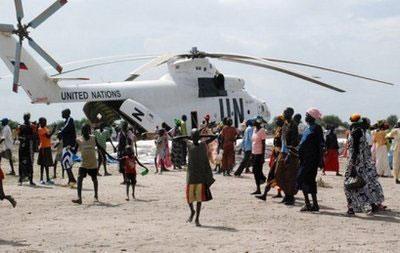 FoodaidisoffloadedfromaUnitedNationshelicopterinthesouthernSudanesetownofAkobo,2009.(AFP/File/PeterMartell)