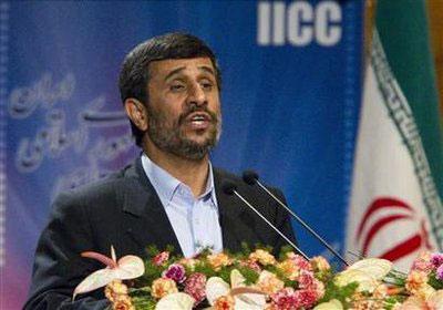 IranianPresidentMahmoudAhmadinejadspeaksattheInternationalConferenceonDisarmamentandNon-ProliferationinTehranApril17,2010.REUTERS/CarenFirouz