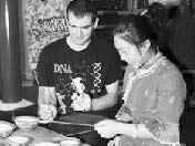 Китайские и зарубежные гости собрались в чайной «Лаошэ»