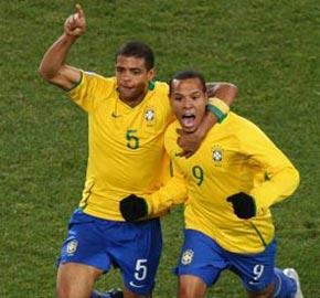 巴西3-2逆转美国卫冕成功