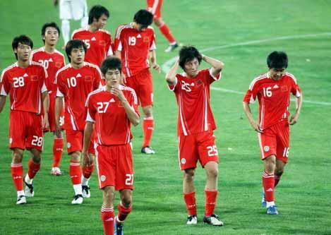 北京时间6月4日18时结束的中国队与沙特队的热身赛中,此前表现出色的中国队没能延续自己神奇的表现,在自己的福地天津泰达足球场,中国队1-4不敌沙特队。