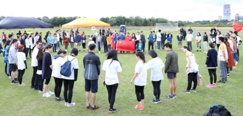 彩跑活动现场众人组成的心形