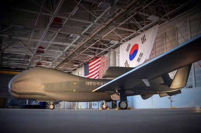 """韩国军方确认自美国购买的两架""""全球鹰""""无人机出现漏油等问题"""
