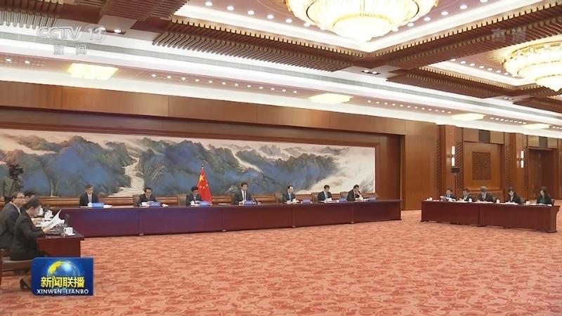 栗战书同蒙古国家大呼拉尔主席举行会谈
