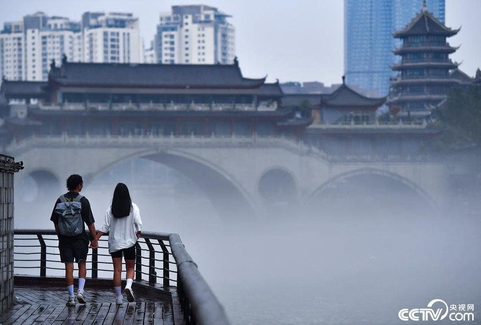 成都:雨后锦江雾气缭绕仿若仙境插图3