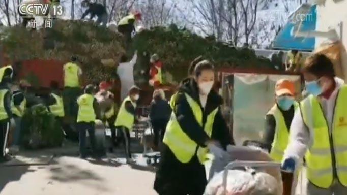 """[视频]【新闻特写】华雨辰:做最快乐的""""螺丝钉"""""""