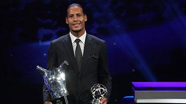 [图]范戴克荣膺欧足联年度最佳球员 力压梅西C罗