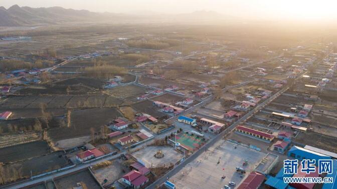 这是4月17日无人机拍摄的内蒙古兴安盟科尔沁右翼中旗巴彦敖包嘎查风貌。新华社记者 彭源 摄