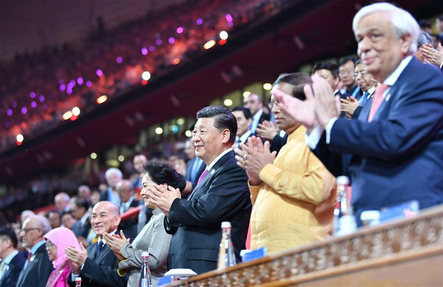 Chinese President Xi Jinping and his wife Peng Liyuan attend the Asian culture carnival, a major event of the ongoing Conference on Dialogue of Asian Civilizations, together with foreign guests at the National Stadium in Beijing, capital of China, on May 15, 2019. (Xinhua/Yin Bogu)