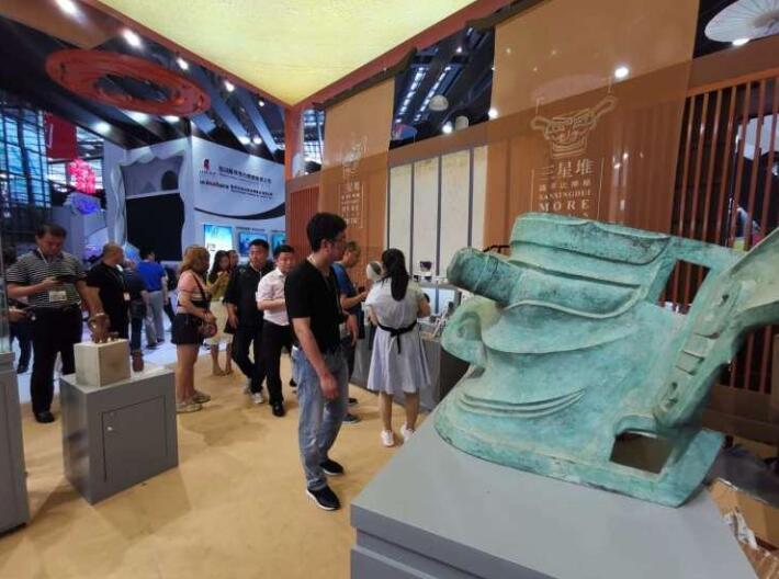 """第十五届文博会开幕,传统文化遗产变成""""真金白银""""。"""