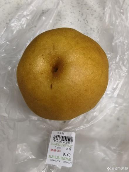 网友@蝶飞若舞 在微博发文称其买一个梨花了