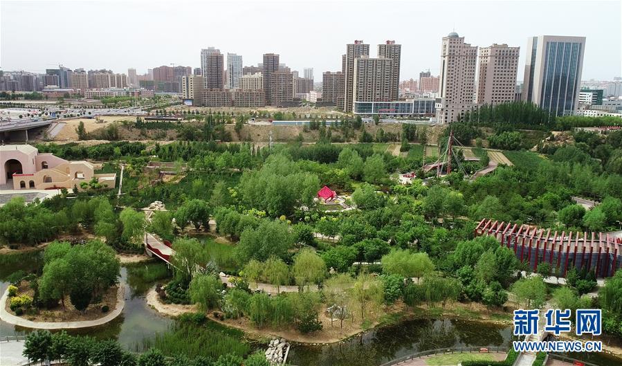 6月4日无人机拍摄的陕西省榆林市高新区沙河公园。 新华社记者 刘潇 摄