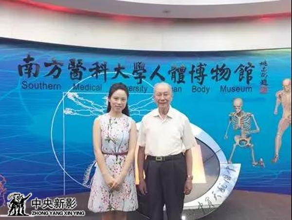 丝瓜成版人性视频app本集导演石岚与中国工程院院士钟世镇