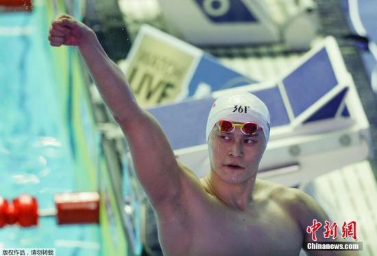 7月23日,在2019年光州游泳世锦赛男子200米自由泳决赛中,第七次征战的中国游泳领军人物孙杨以1分44秒93的佳绩力压群雄,成功卫冕!至此,他也在个人项目(不含接力)金牌榜成功超越美国名将罗切特的10金,独占第二名。