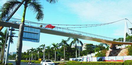 -跨金尚路的桥梁全长约163.3米,没有桥墩。