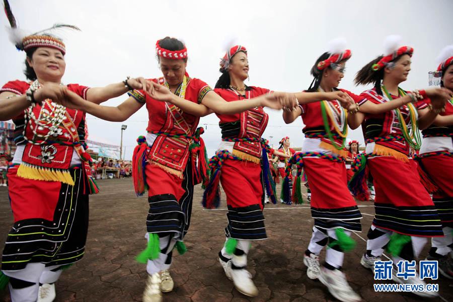资料图:台湾花莲撒奇莱雅人庆祝丰年祭。新华社记者 任正来 摄