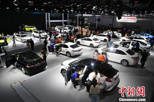 材料图 : 7月12日 , 第十六届止您(少秋)国际汽车展览会展开 。 种孤社记者 张瑶 摄