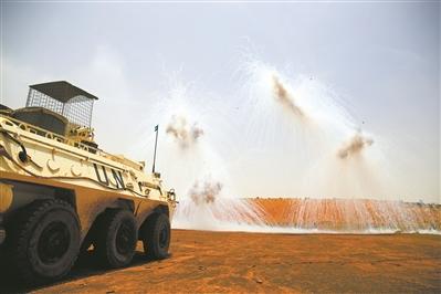 中国赴马里维和部队组织实弹射击演练