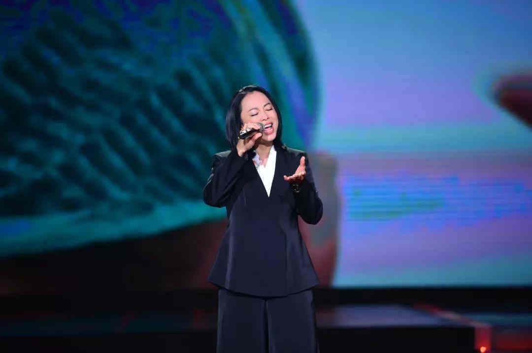 歌曲《轻与重》演唱:黄绮珊