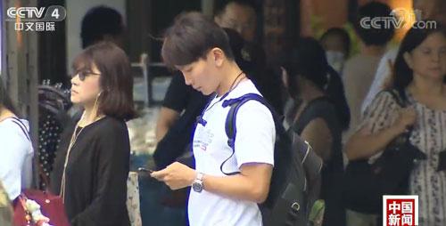 低头看手机等于颈压5袋米!