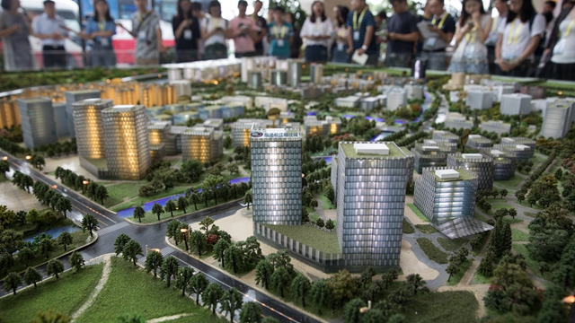 少三角协力挨制G60科创走廊 , 图为上海临港紧江科技乡沙盘 新华社图