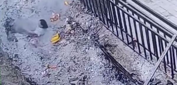 河南一女香客掉入香灰池被烧伤 全身59%重度烧伤