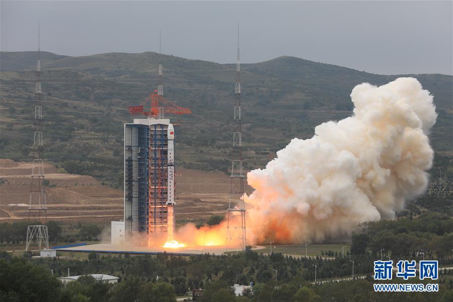 9月12日11时26分,我国在太原卫星发射中心用长征四号乙运载火箭,成功将资源一号02D卫星(又称5米光学卫星)发射升空,卫星顺利进入预定轨道,任务获得圆满成功。 新华社发(郑逃 摄)