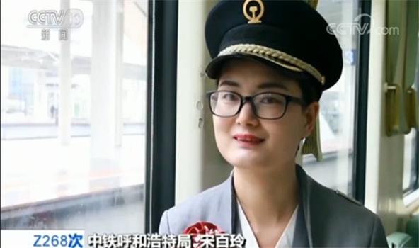 """四分钟!站台上的中秋""""团圆"""":铁路工人三口之家站台相见"""