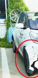 【外形破损】软件园附近停车场的一辆共享汽车破损明显