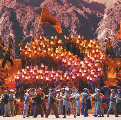 图为演出照片,从上至下依次为:交响乐与舞蹈《起来 起来》,交响乐与舞蹈《西江月·井冈山》,混声合唱与舞蹈《我和你》,男声二重唱、合唱与舞蹈《一个都不能少》,三重唱、合唱与舞蹈《和平——命运共同体》,混声合唱与舞蹈《在希望的田野上》。   陈 曦摄