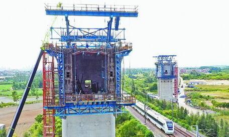 福厦高铁西溪特大桥转体连续梁施工现场。