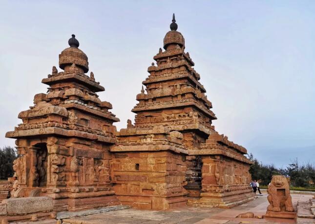 这是位于金奈以南的联合国世界文化遗产。当地人介绍,这些遗迹均有千年以上的历史。浮雕和建筑所表现的内容,均取材于印度神话和史诗。新华社记者王晔摄