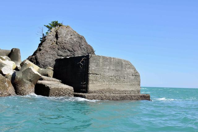 浦分渔港防波堤灯塔原本所在的位置(朝日新闻)