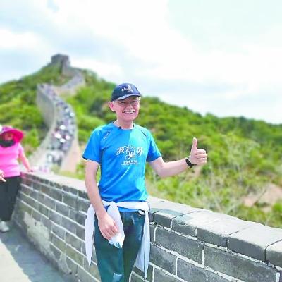"""今年暑假,潘维廉""""重走中国行"""",走过26个城市,体验中国的巨变。(采访对象供图)"""