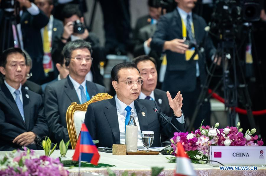 Chinese Premier Li Keqiang addresses the 22nd China-ASEAN (10+1) leaders