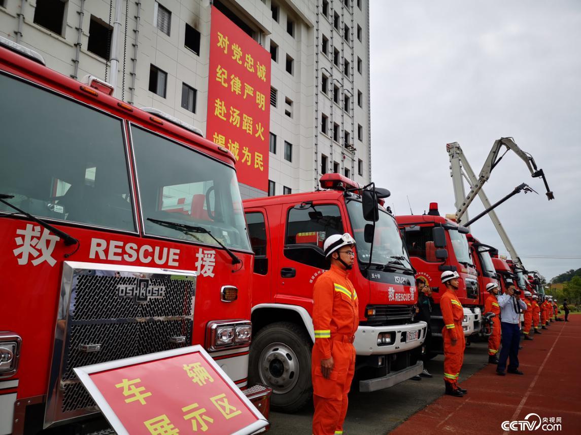 福州特勤大队救援车辆展示。(何川 摄)