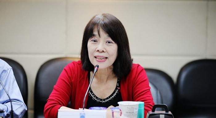 11月13日,台湾中华语文教育促进协会秘书长段心仪在台北表示,今年实行的新版高中语文课纲,大幅缩减文言文篇幅,并强调所谓兼顾多元文化,导致学生不了解文章背后的内容,不利学生综合素质的培养。中国国民党智库国政基金会当天举办座谈会,邀请教育界人士讨论台湾新版12年(指小学至高中)教育课纲对学生的影响。