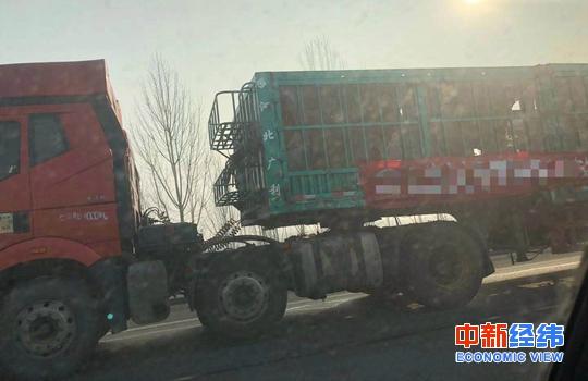 高速公路上的貨車。中新經緯 張猛 攝