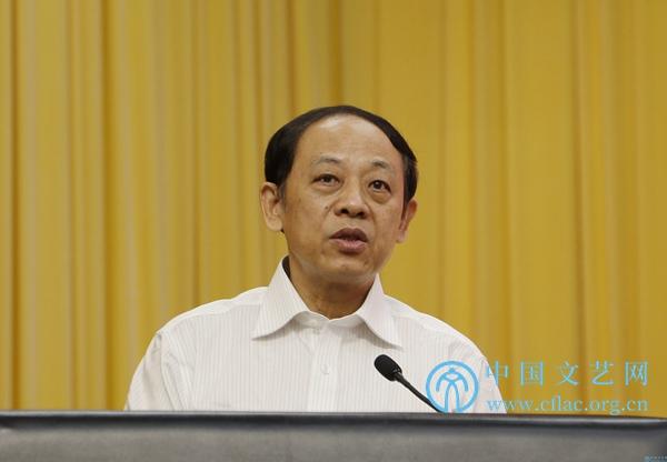 中国文艺评论家协会第二届主席夏潮致闭幕词。中国文艺网 胡艳琳 摄