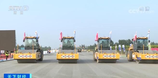 京雄高速公路 开展无人驾驶机械集群施工