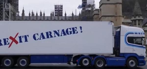 """海鲜卡车""""突袭""""伦敦 英国渔民""""为生存而战"""""""