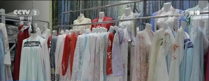 中国汉服爱好者数量规模和市场规模快速增长,市场销售规模将达到101.6亿元