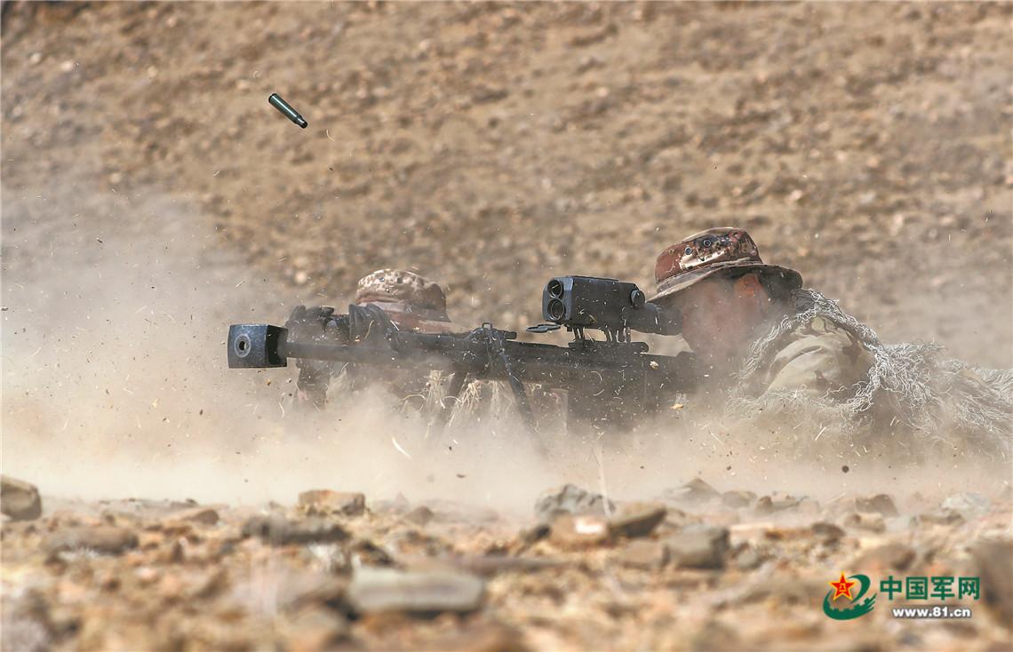 沙尘漫天,新疆军区某合成师侦察兵训练震撼来袭插图(2)