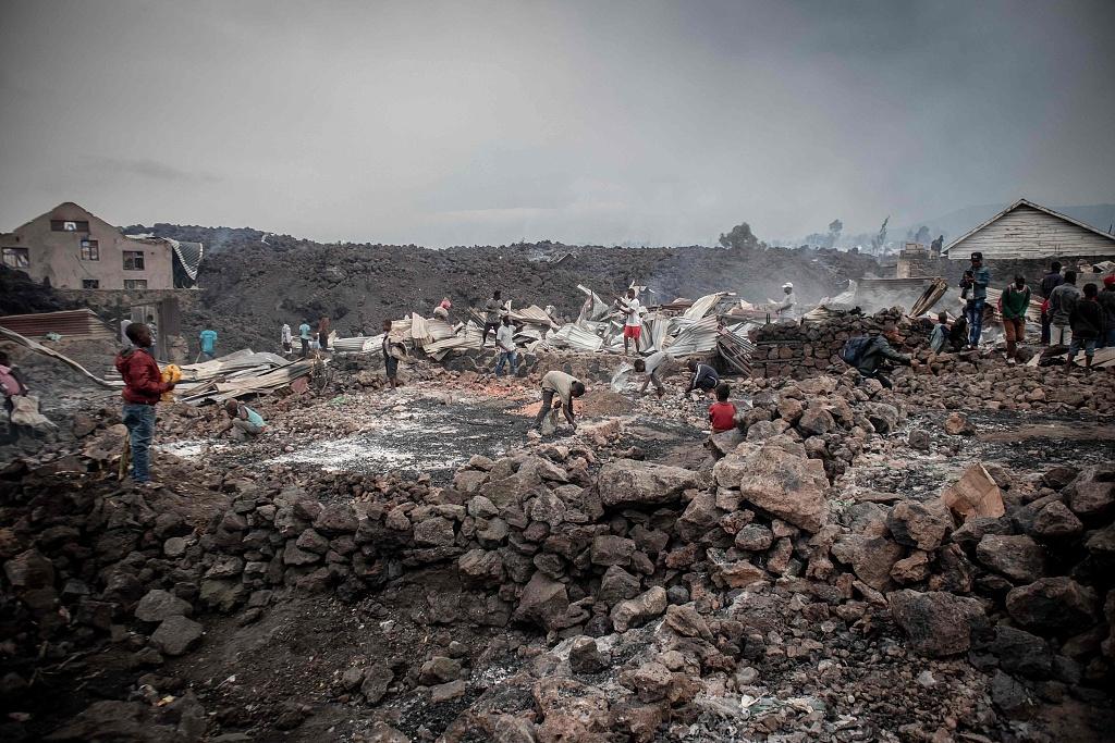 刚果(金)火山恐再次爆发 40万人大撤离:带着床垫徒步走插图(2)