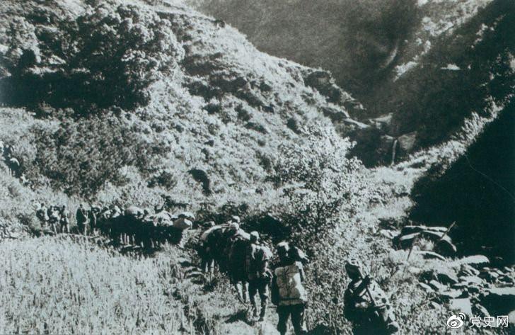 1947年6月,刘邓大军强渡黄河天险,千里跃进大别山,揭开了中国人民解放军战略进攻的序幕。