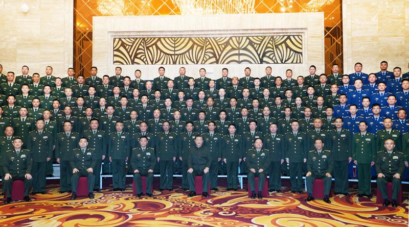 7月21日至23日,中共中央总书记、国家主席、中央军委主席习近平来到西藏,祝贺西藏和平解放70周年,看望慰问西藏各族干部群众。这是23日上午,习近平在拉萨亲切接见驻西藏部队官兵代表,向驻西藏部队全体指战员致以诚挚的问候,对驻西藏部队作出的突出贡献给予充分肯定。新华社记者 李刚 摄