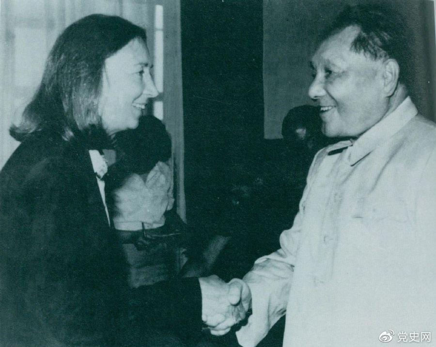 1980年8月21日、23日,邓小平接受意大利记者法拉奇采访。